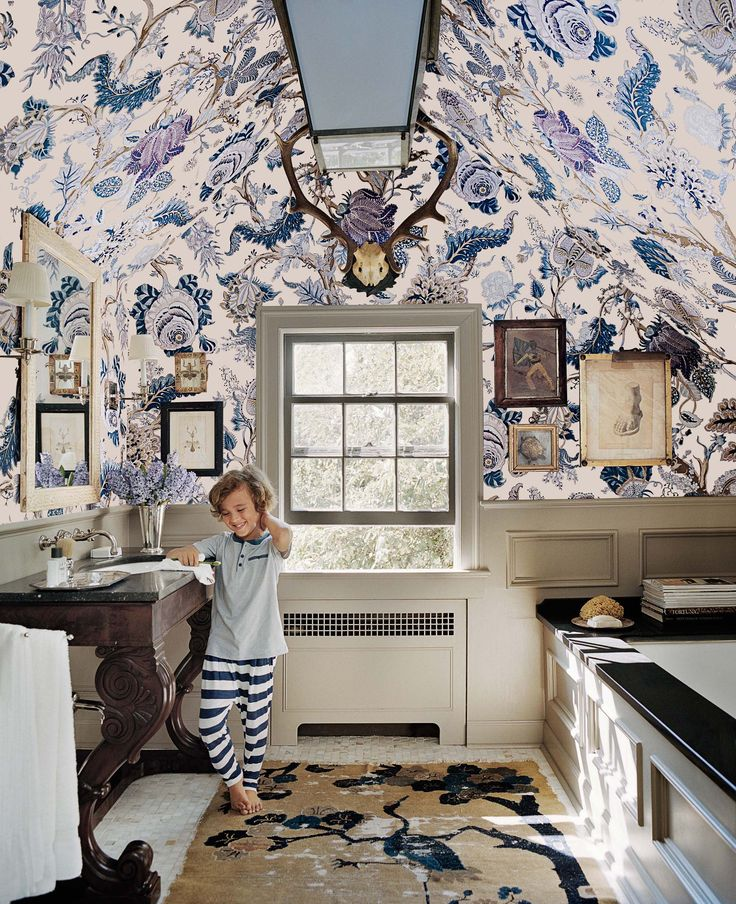 15-The Right Way to Use Wallpaper