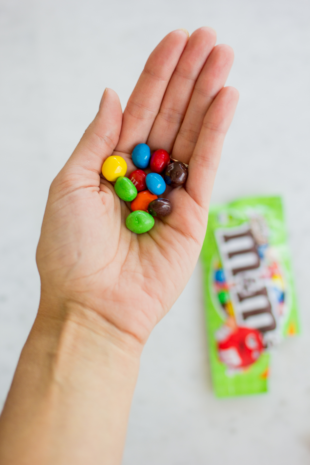 Perfect Travel Snack: M&M'S® Crispy — via @TheFoxandShe | #CrispyMMSummer #CleverGirls