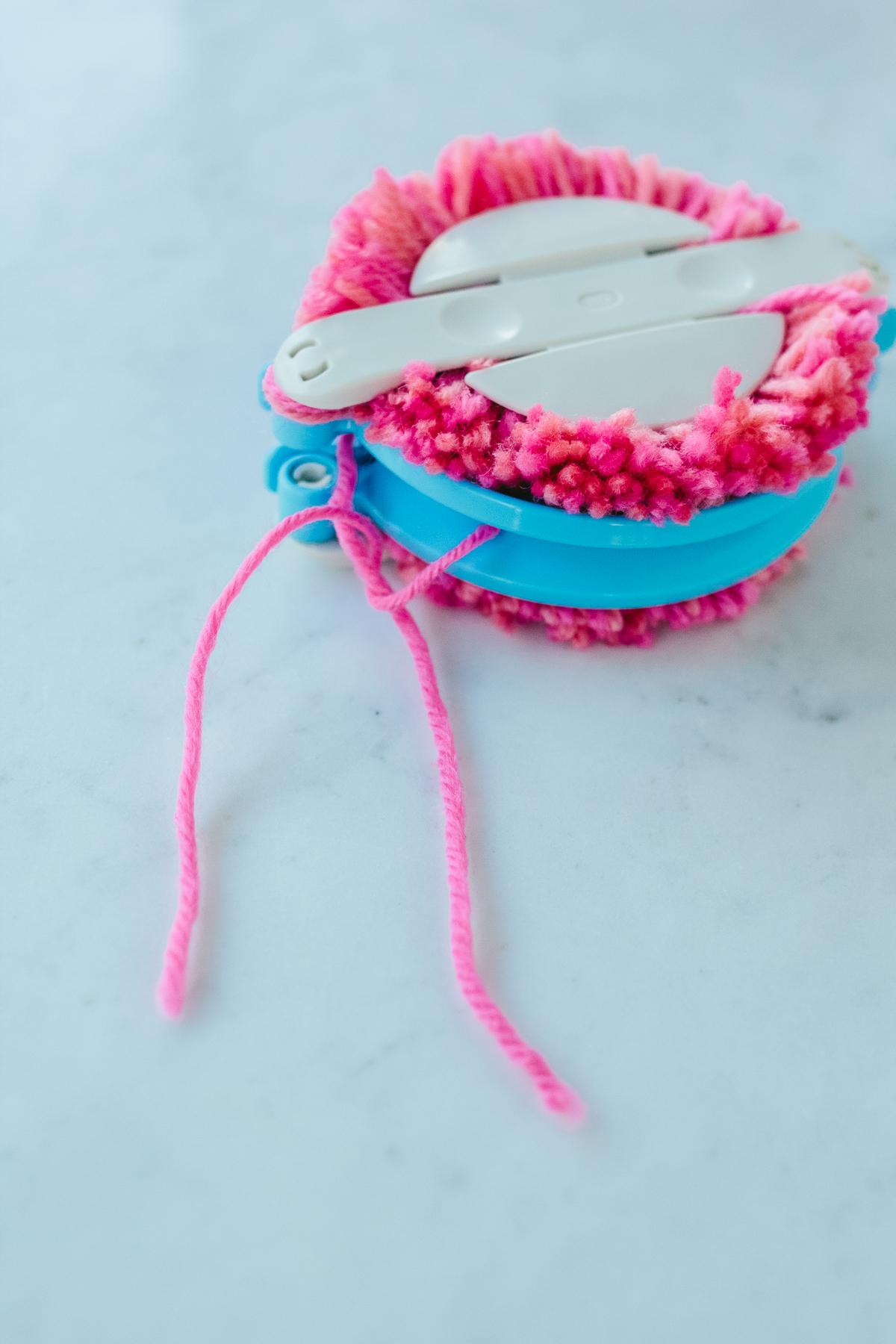DIY pom poms, easy diy project, straw beach bag —via @TheFoxandShe